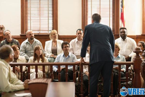 司法陪审员通过 VR 走进案发现场